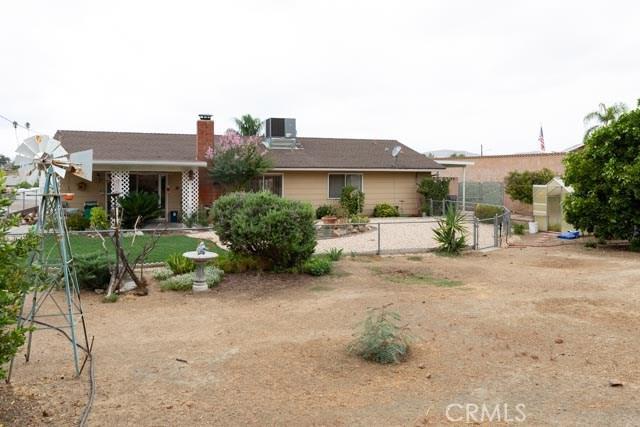 29010 Bradley Road, Sun City CA: http://media.crmls.org/medias/8a83bafe-409f-4a3c-af46-476af65c7660.jpg