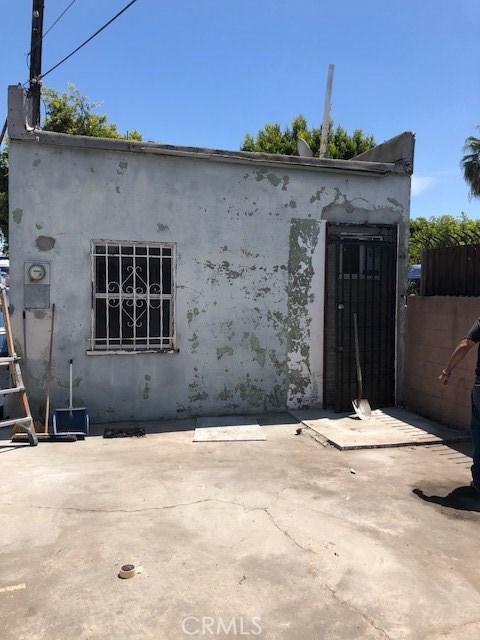 513 N Long Beach Boulevard, Compton CA: http://media.crmls.org/medias/8a8d87d0-6b3e-4071-97ee-91daa8013954.jpg