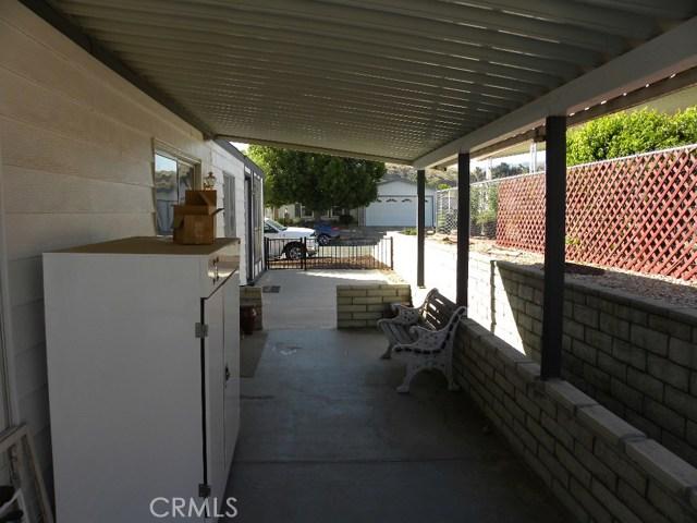 40897 Laredo, Cherry Valley CA: http://media.crmls.org/medias/8a918290-e585-487b-bada-550b9565b313.jpg