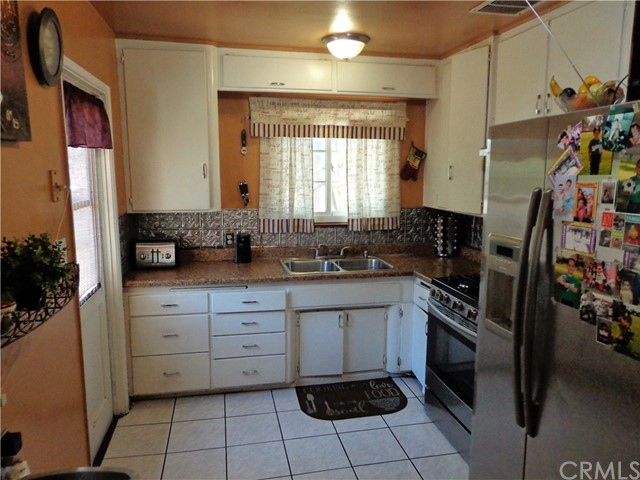 3944 N Frijo Avenue, Covina CA: http://media.crmls.org/medias/8aa08f3f-615a-4b60-922c-741948f4b1f9.jpg