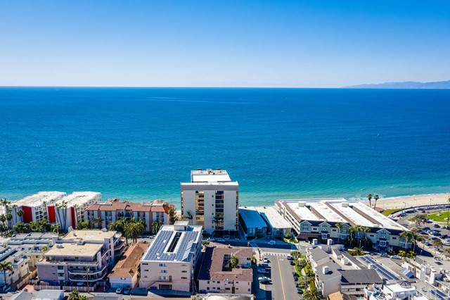 531 Esplanade, Redondo Beach CA: http://media.crmls.org/medias/8ab488a8-7fdd-46fc-b230-b53e050479d2.jpg