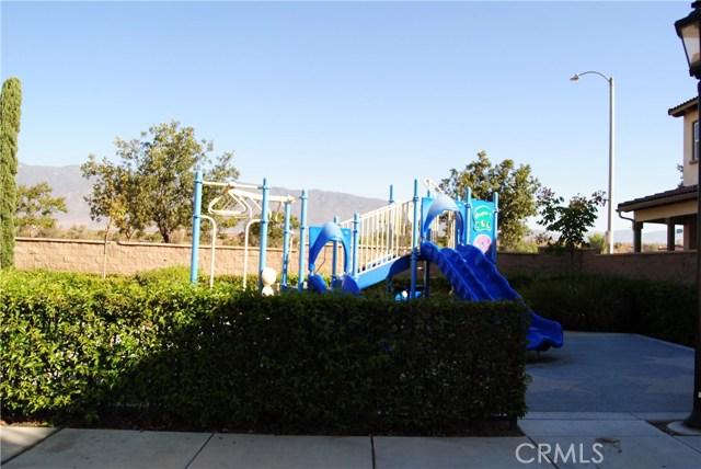 14975 S Highland Ave, Fontana CA: http://media.crmls.org/medias/8ab7ae3e-6aef-4908-9857-34bc44b1a410.jpg