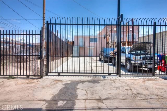 7817 S Western Avenue, Los Angeles CA: http://media.crmls.org/medias/8ad929fd-7815-4d9b-81b2-0086097b5f0c.jpg