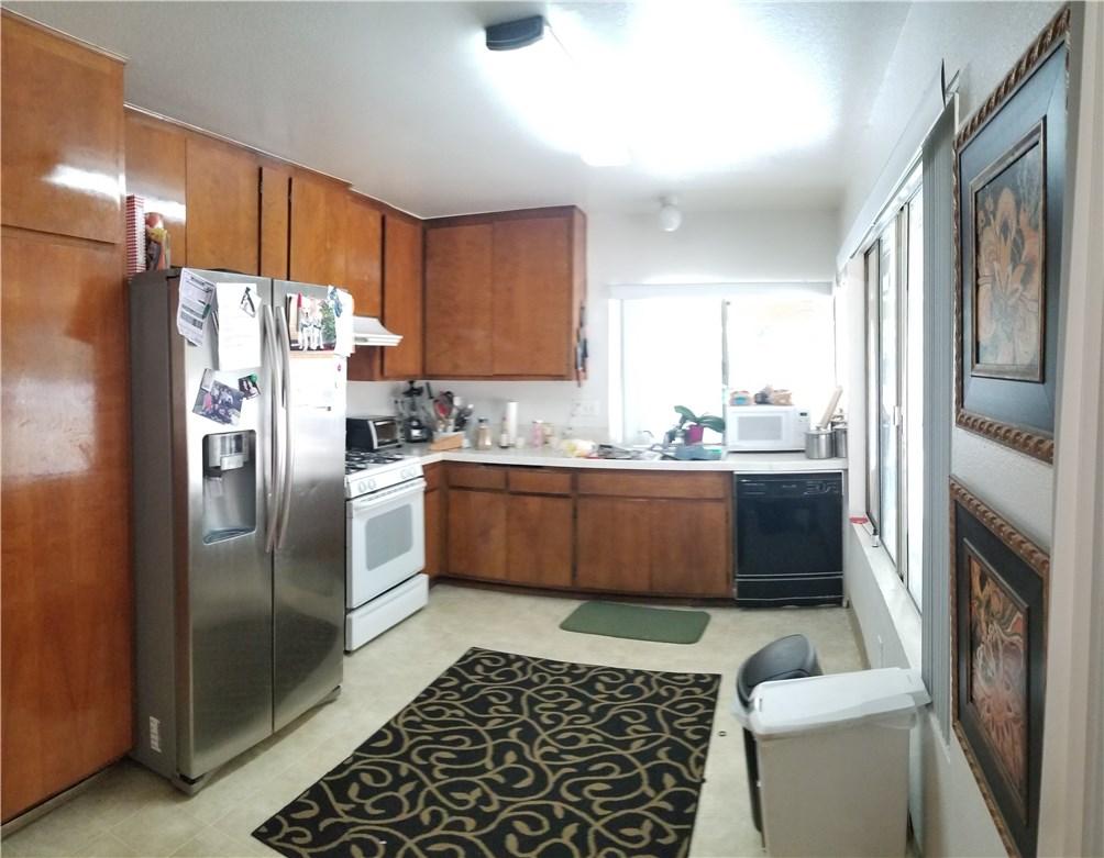 941 Baron Place, Escondido CA: http://media.crmls.org/medias/8ae039fd-d86f-42b5-9eec-cb93eb138dd4.jpg