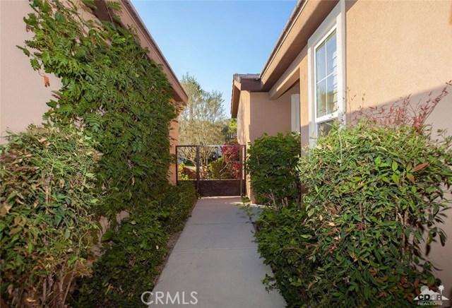81448 Joshua Tree Court, La Quinta CA: http://media.crmls.org/medias/8b16c775-cdef-4d94-a691-dd9939d6d460.jpg