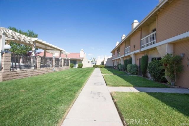 16465 Green Tree Boulevard, Victorville CA: http://media.crmls.org/medias/8b176cde-1a2f-438f-a3f5-8aa1ebcd3f24.jpg