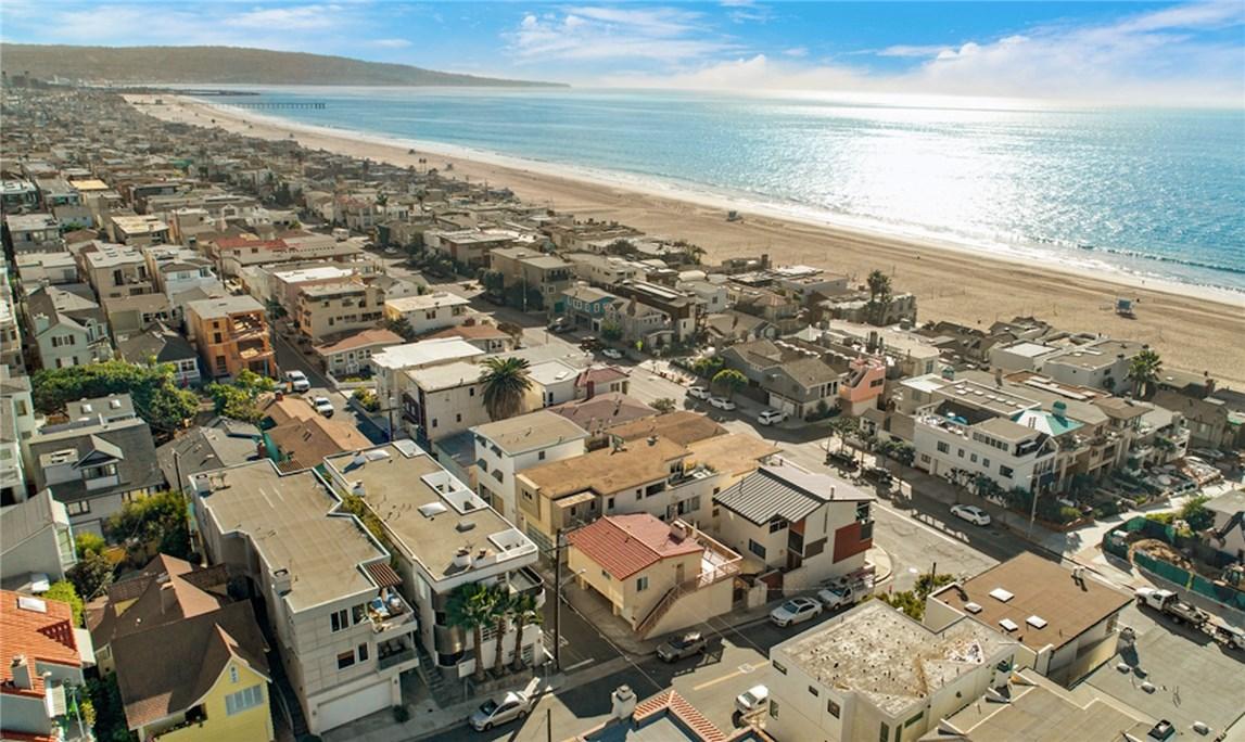 216 5th Street  Manhattan Beach CA 90266