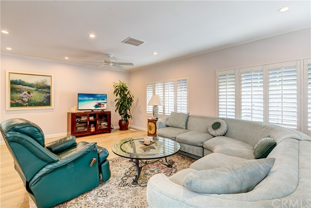 279 Cambridge Way, Newport Beach CA: http://media.crmls.org/medias/8b311b95-884a-4a39-b246-91c20692f867.jpg