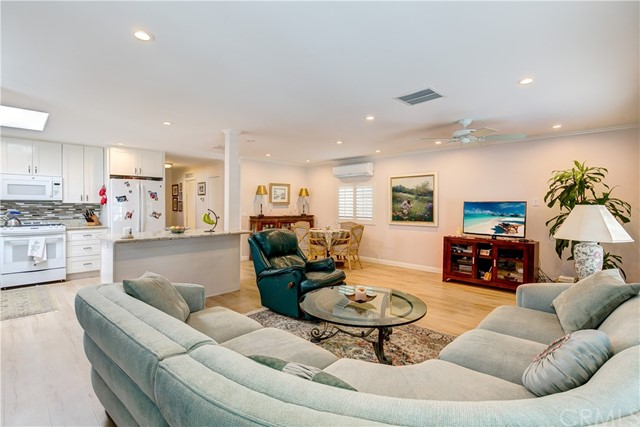 279 Cambridge Way, Newport Beach CA: http://media.crmls.org/medias/8b386743-8941-4072-ba89-b905ecb8131c.jpg