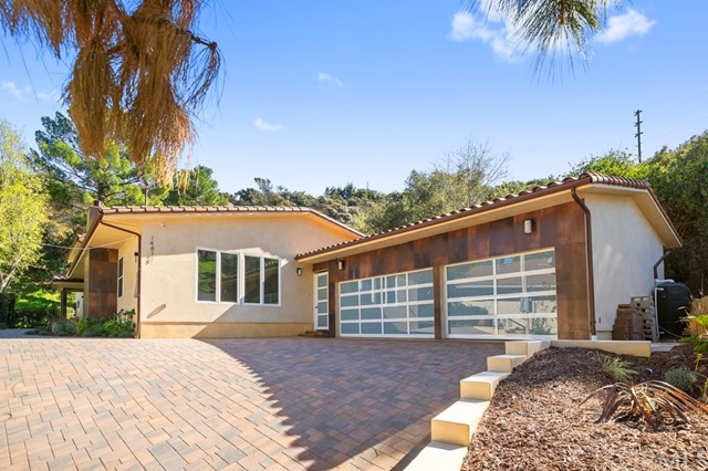 14811 Jadestone Drive, Sherman Oaks CA: http://media.crmls.org/medias/8b498c26-e0ce-4dbb-a0fd-16d814e82dd2.jpg