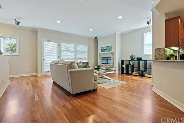 229 Aviation Place, Manhattan Beach CA: http://media.crmls.org/medias/8b54249c-7167-458e-a973-ed0c59d4a9f4.jpg