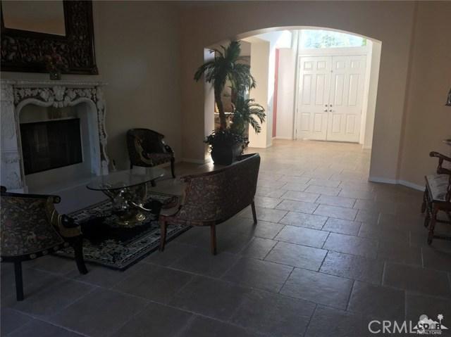 7 Maurice Court, Rancho Mirage CA: http://media.crmls.org/medias/8b6a2653-be32-4459-b466-c14f503e0e17.jpg