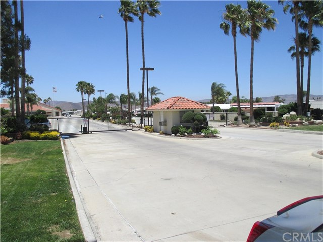 1295 S Cawston Avenue, Hemet CA: http://media.crmls.org/medias/8b6e8e6f-d51b-46b6-9610-ba6139ec39b7.jpg