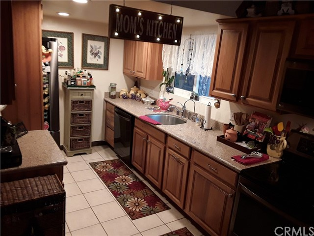 31347 Oakleaf Drive, Running Springs Area CA: http://media.crmls.org/medias/8b7f30fd-d73d-47cf-985d-029e2cf654a0.jpg