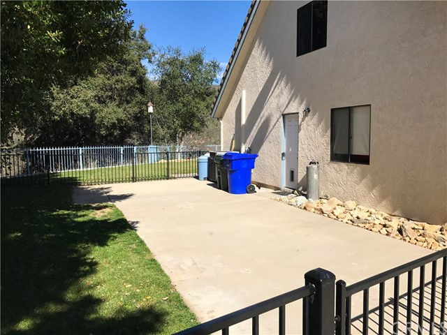 13086 Oak Crest Drive, Yucaipa CA: http://media.crmls.org/medias/8b81ad6e-8769-4eb4-b01c-8f850b788e7d.jpg