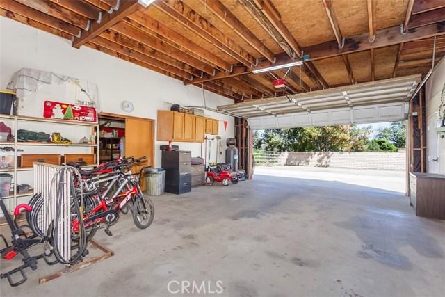 16275 Porter Avenue, Riverside CA: http://media.crmls.org/medias/8ba44016-7294-4fcb-ac8b-579c63fed732.jpg