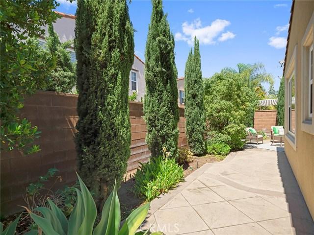 62 Crabapple, Irvine CA: http://media.crmls.org/medias/8be418bf-d023-4ac9-9bee-5218923715d7.jpg