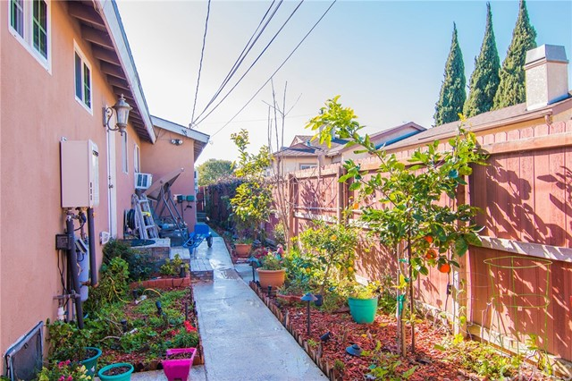 4115 W 161st W Street, Lawndale CA: http://media.crmls.org/medias/8be68256-f655-404f-8654-c299f67db105.jpg