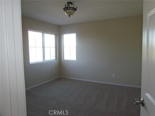 42205 57th W Street, Quartz Hill CA: http://media.crmls.org/medias/8be6f5ba-6e38-4174-b703-15a194b0cb65.jpg