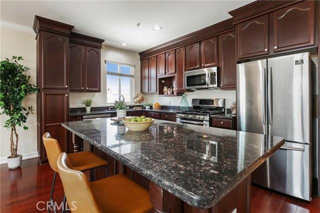926 S Manhattan Place, Los Angeles CA: http://media.crmls.org/medias/8bf34e68-427a-4e98-99fe-03de2493bbe8.jpg