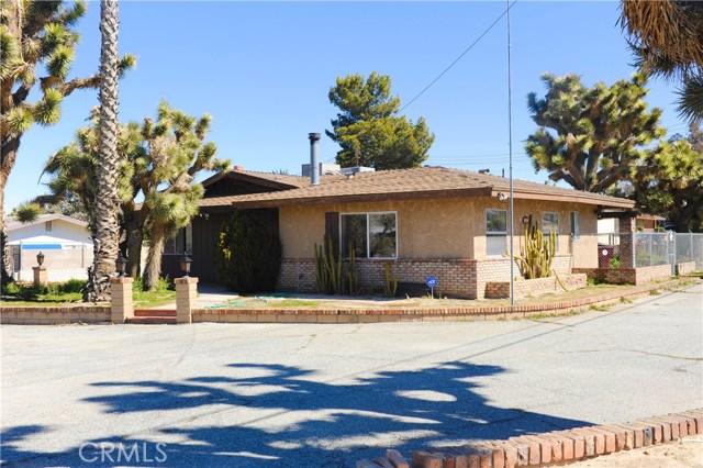 57588 Onaga Trail, Yucca Valley CA: http://media.crmls.org/medias/8c14f019-ee8f-429a-99a2-10ccd62a1c66.jpg
