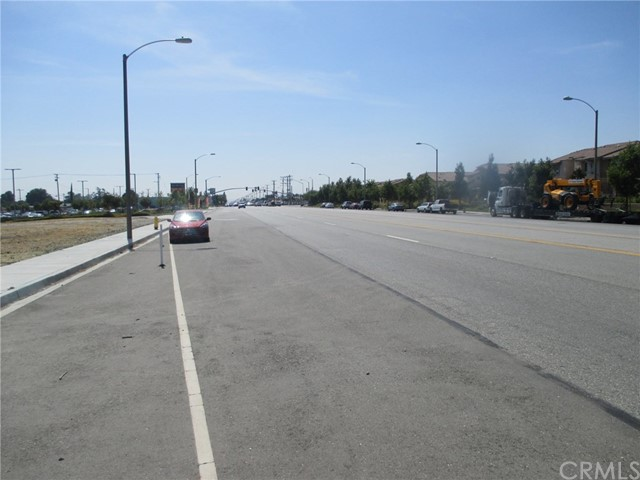 16617 Valley Boulevard, Fontana CA: http://media.crmls.org/medias/8c15c947-f99e-42fc-a3ab-0b62b38106e2.jpg
