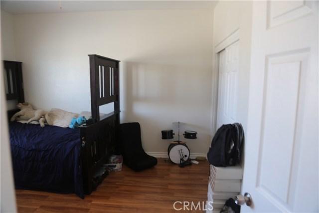 14794 Columbine Street, Victorville CA: http://media.crmls.org/medias/8c268b47-be6a-41b8-8c9a-2695779d1c04.jpg
