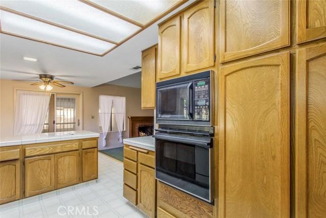 7317 Marigold Avenue, Highland CA: http://media.crmls.org/medias/8c3ee39c-670b-4980-bfbd-9bb5ca007a38.jpg