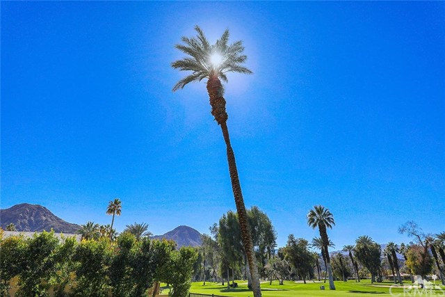 45337 Club Drive, Indian Wells CA: http://media.crmls.org/medias/8c5c442c-d9f4-4dbe-b509-868a866ba4ac.jpg