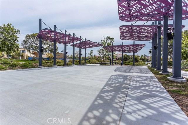 125 Straw, Irvine CA: http://media.crmls.org/medias/8c84eccb-e203-4975-b9c7-4afec2730fce.jpg