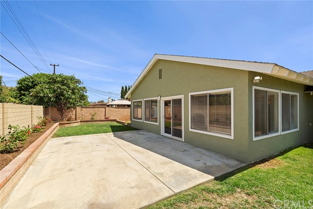 2483 W Harriet Lane, Anaheim CA: http://media.crmls.org/medias/8c8f09f9-25eb-4177-ace8-3ec16f5dc05e.jpg