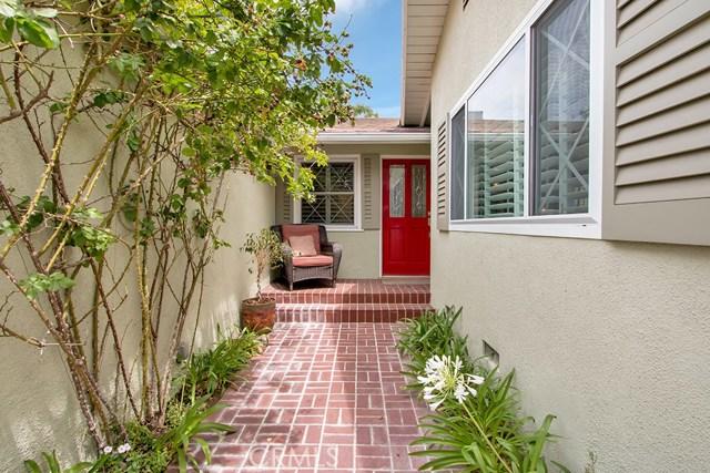 4944 Ledge Avenue, Toluca Lake CA: http://media.crmls.org/medias/8cc55c8c-3013-42bc-8d2d-5092a80fd2a3.jpg