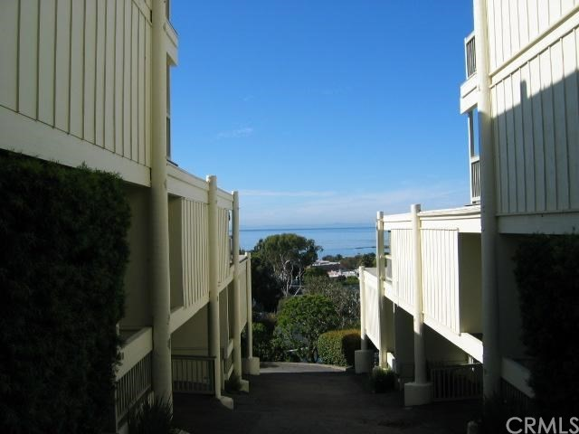 404 Loma Terrace, Laguna Beach CA: http://media.crmls.org/medias/8ccabd9f-95a2-4cc4-8554-f3af06beb265.jpg