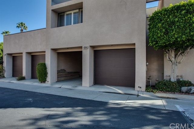 Detail Gallery Image 1 of 24 For 422 Village Sq, Palm Springs,  CA 92262 - 3 Beds   3 Baths