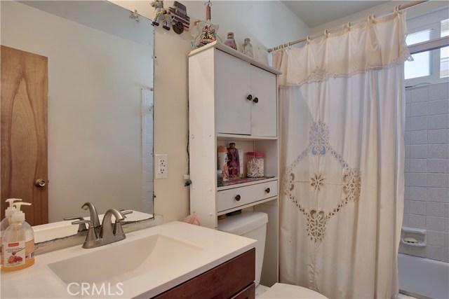 2077 Wallace Avenue, Costa Mesa CA: http://media.crmls.org/medias/8cf95ff2-0784-4b67-9733-74b7f2fafc6d.jpg