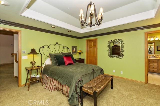 27537 W Shore Road, Lake Arrowhead CA: http://media.crmls.org/medias/8d052530-cbcc-4f5f-8487-98e70309d14d.jpg
