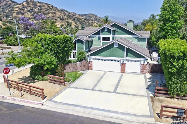 Single Family Home for Sale at 9118 Morning Glow Way Sun Valley, California 91352 United States