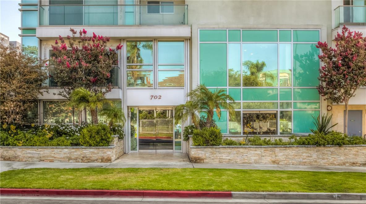 702 S SERRANO Avenue, Los Angeles CA: http://media.crmls.org/medias/8d41c1cc-d012-49dc-a9f6-2080a95a18ea.jpg