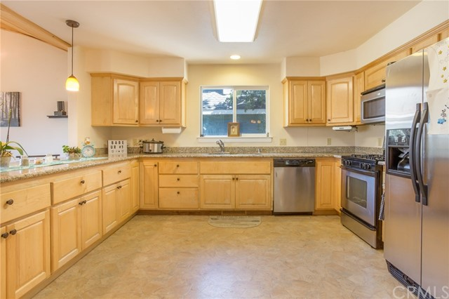 17137 Knollview Drive, Hidden Valley Lake CA: http://media.crmls.org/medias/8d549805-53c3-42e4-a3d9-8de9df1c7fb6.jpg
