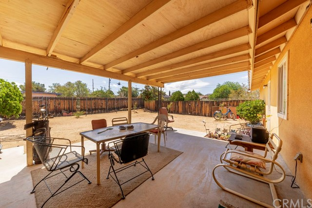 56851 Mountain View, Yucca Valley CA: http://media.crmls.org/medias/8d5a397e-7104-4d85-84f0-ce410d3d6642.jpg