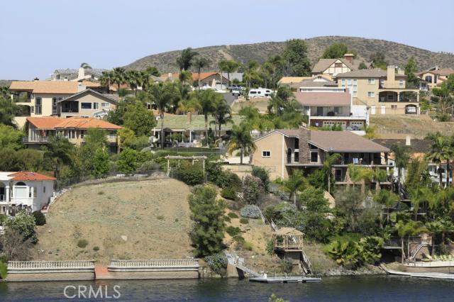 303 BIG RANGE, Canyon Lake CA: http://media.crmls.org/medias/8d6ac689-25a4-4057-925f-d4b6e4d5fcc0.jpg