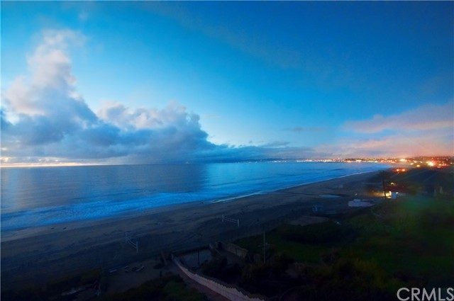 Additional photo for property listing at 433 Paseo De La Playa  Redondo Beach, California 90277 United States