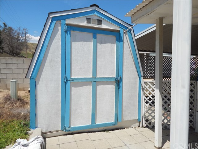 2200 W WILSON Street, Banning CA: http://media.crmls.org/medias/8d84eb4c-0a9d-4838-abef-0ba88feecdb5.jpg