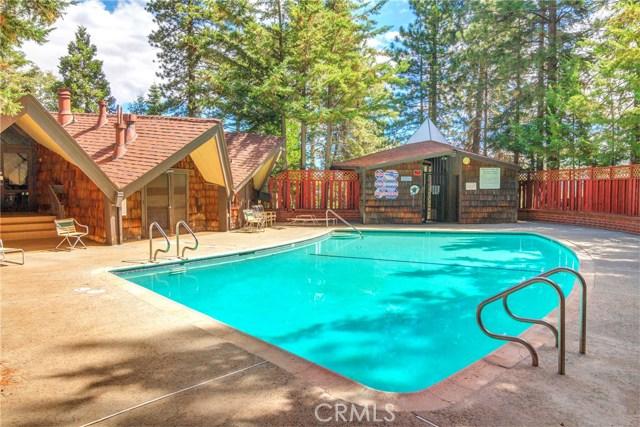 872 Sierra Vista Drive, Twin Peaks CA: http://media.crmls.org/medias/8dab3570-1e1c-4389-87ed-ba3401fe2059.jpg