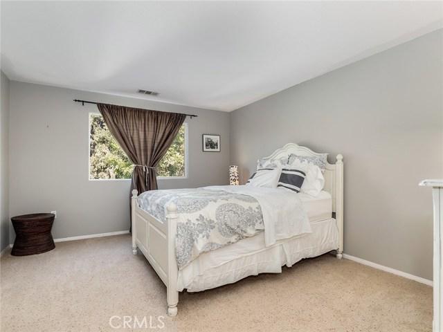 9455 Hendrix Lane, North Hills CA: http://media.crmls.org/medias/8dbddaf0-5541-4e47-be52-05a803e234d7.jpg