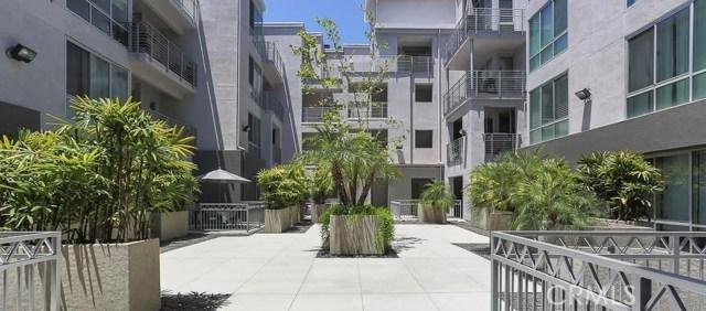 111 S De Lacey Avenue, Pasadena CA: http://media.crmls.org/medias/8dc5893f-8473-4b91-9964-1f7f93c4acae.jpg