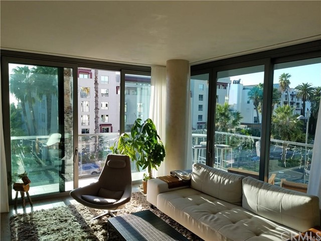 1755 Ocean Avenue, Santa Monica CA: http://media.crmls.org/medias/8dc733c8-eae8-4af9-aec0-e6be4aa28f62.jpg