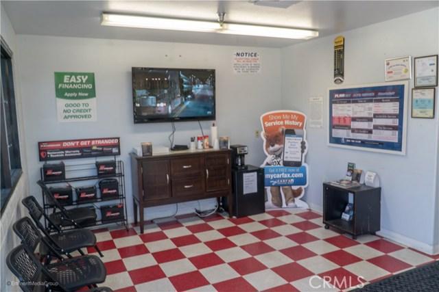 5483 Arrow Highway, Montclair CA: http://media.crmls.org/medias/8ddf8b63-fdff-436f-b780-edb7f4075a51.jpg