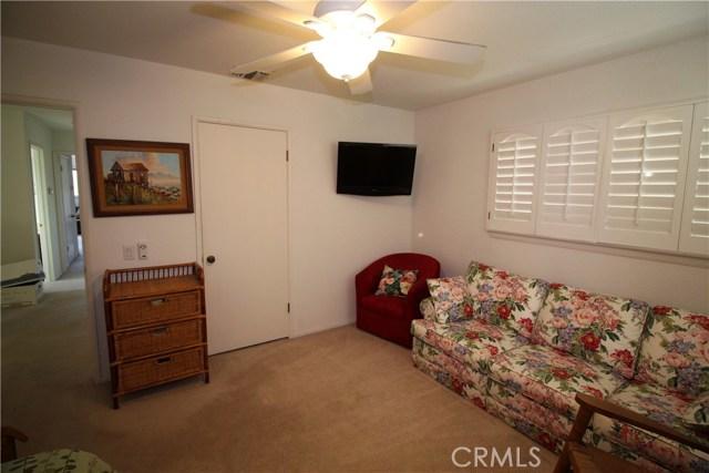 521 Fairway Drive, Redlands CA: http://media.crmls.org/medias/8df2a95a-6ce7-486f-aa26-65df40912173.jpg