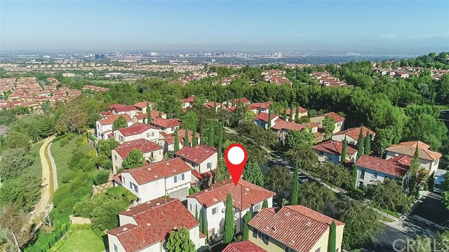 40 Gardenpath, Irvine CA: http://media.crmls.org/medias/8e162a83-7f86-43eb-bf8b-a8fc6a9f25f7.jpg